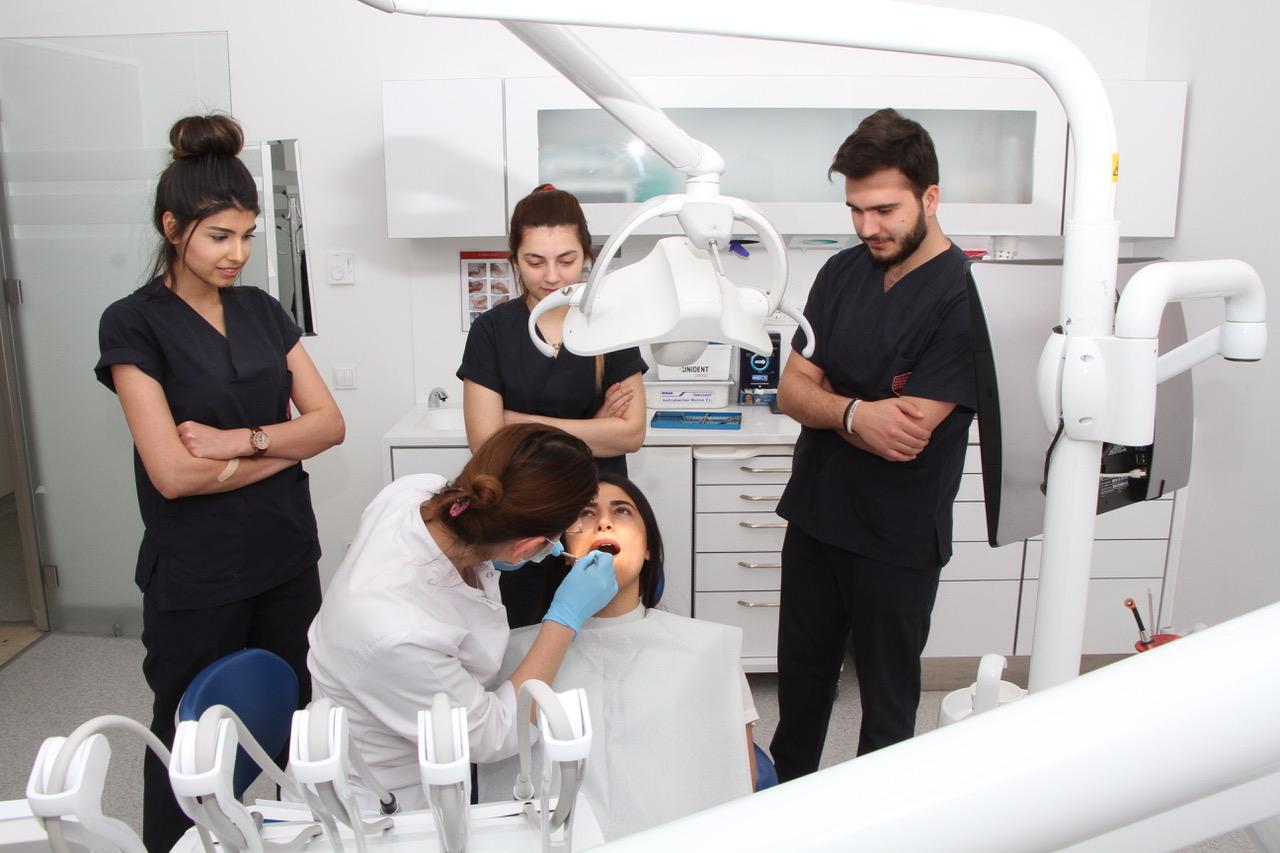دراسة طب الأسنان في تركيا